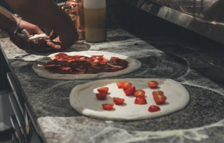Pizza auf Teller im 60 seconds to napoli
